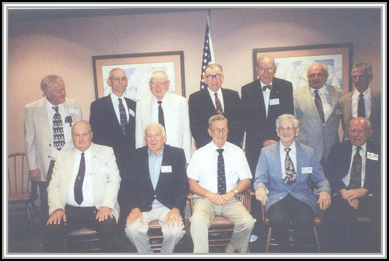 photograph of DE-386 crew reuniom attendees 1998