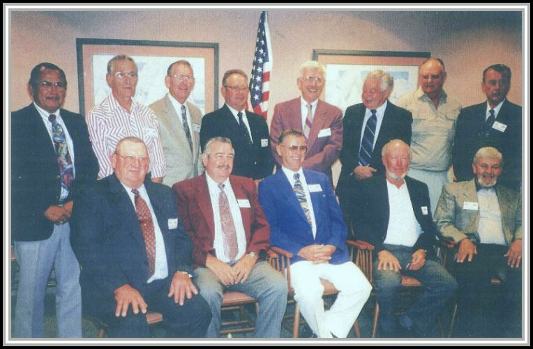 photograph of DER-386 crew reuniom attendees 1998