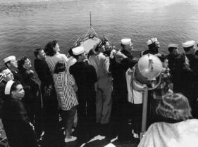 photograph of a family outing on the DER-386 in Puget Sound